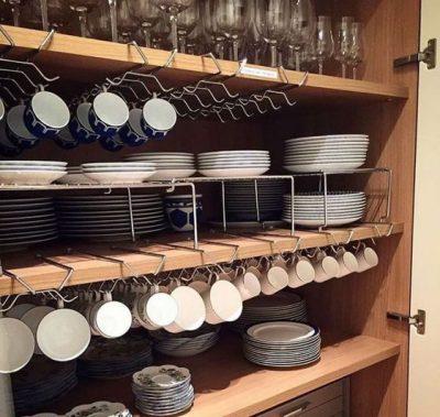 Photo of چیدمان داخل کابینت و بوفه ، مدل چیدمان ادویه و ظروف در آشپزخانه مرتب
