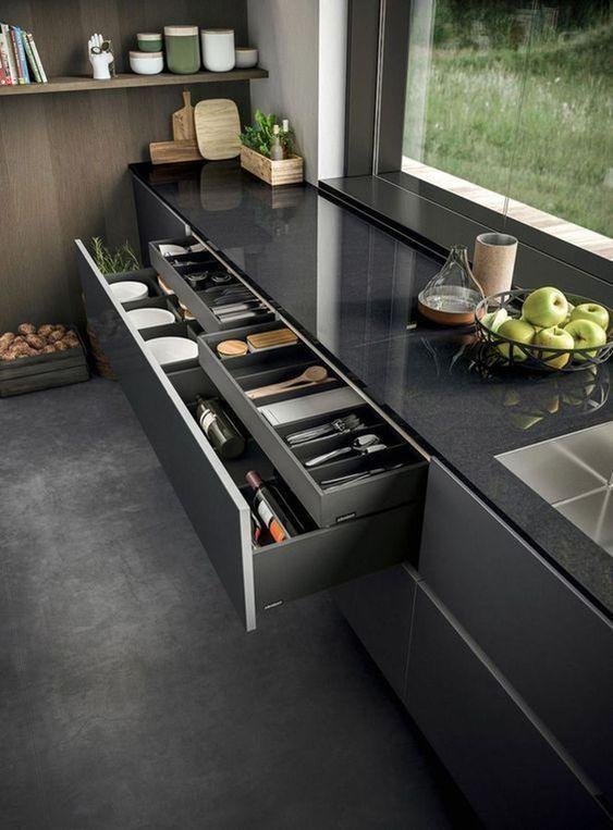 چیدمان داخل کابینت و بوفه ، مدل چیدمان ادویه و ظروف در آشپزخانه مرتب