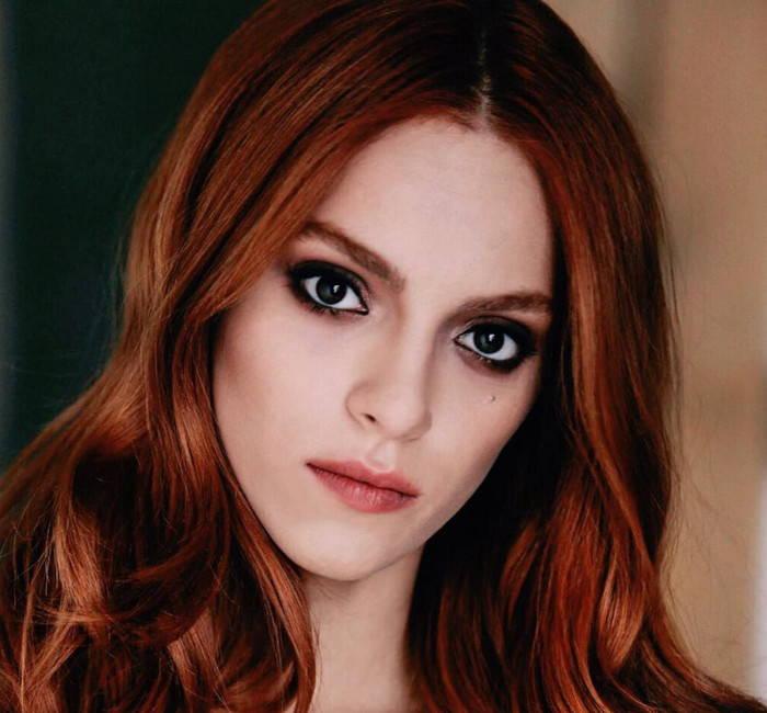 بیوگرافی سرا کوتلوبی Sera Kutlubey بازیگر نقش جمره در سریال استانبول ظالم