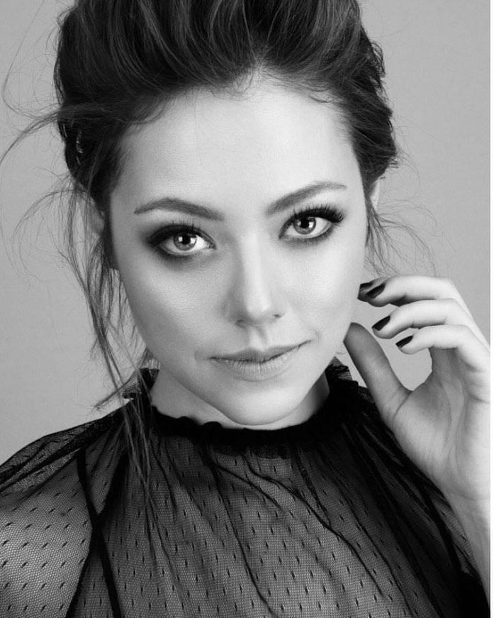 بیوگرافی گوزده کایا Gozde Kaya بازیگر نقش سلطان در سریال وصلت