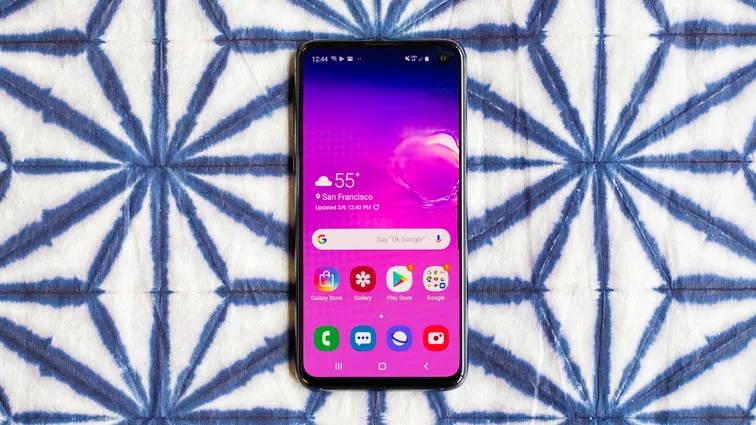 Samsung Galaxy S10E - بهترین گوشی های سال 2020